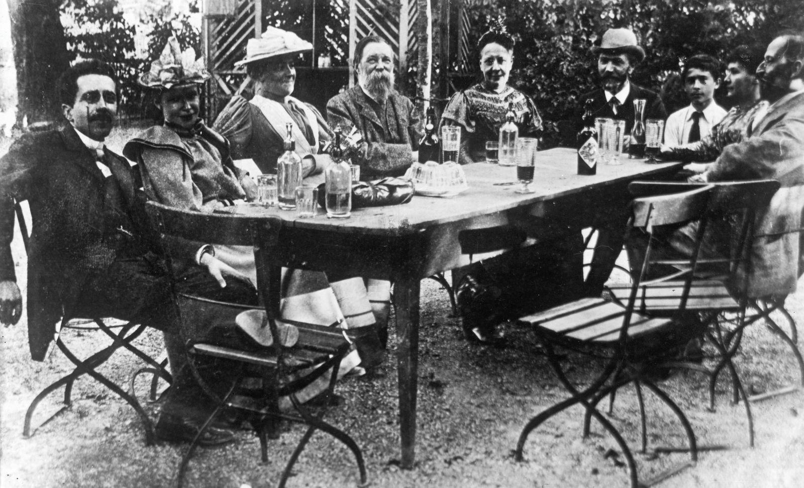 """Gruppenbild vom III. Konrgress der Zweiten Internationale vom 6. - 12. 08.1893 im """"Gasthof zum L?åwen"""""""