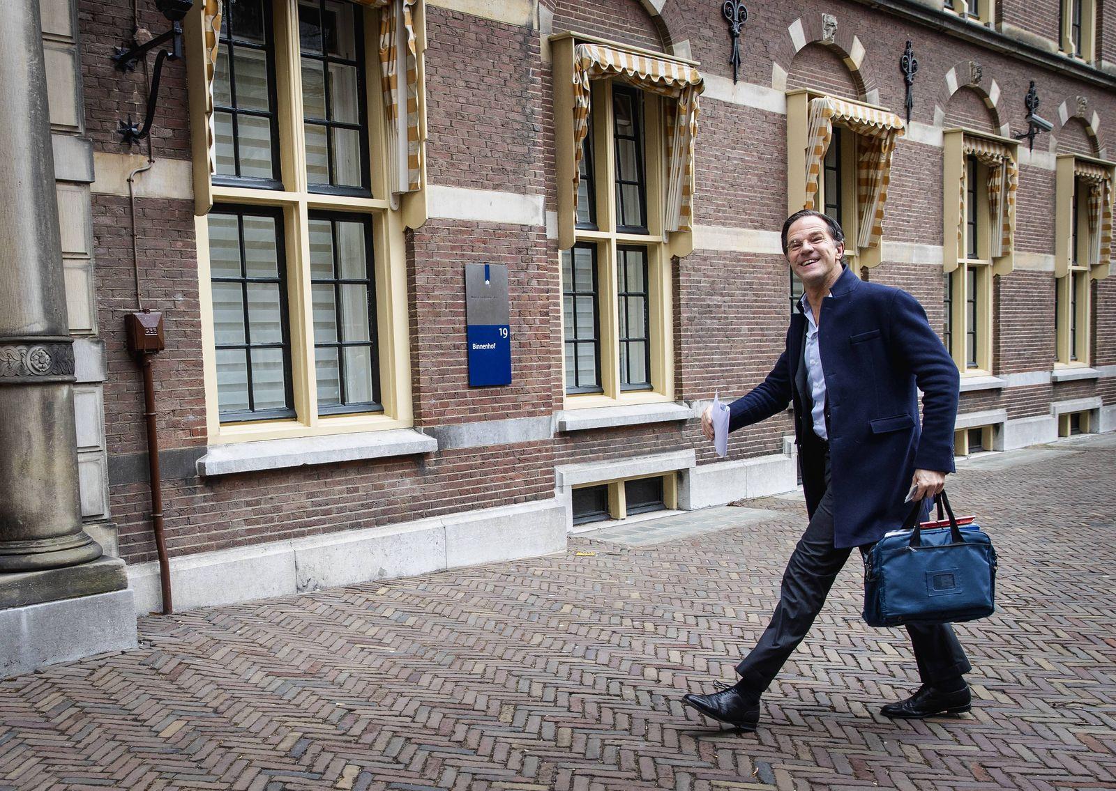 DEN HAAG - Demissionair premier Mark Rutte komt aan op het Binnenhof voor de wekelijkse ministerraad. ANP SEM VAN DER WA
