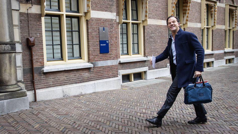 Premier Mark Rutte auf dem Weg in den Binnenhof in Den Haag, Sitz des niederländischen Parlaments