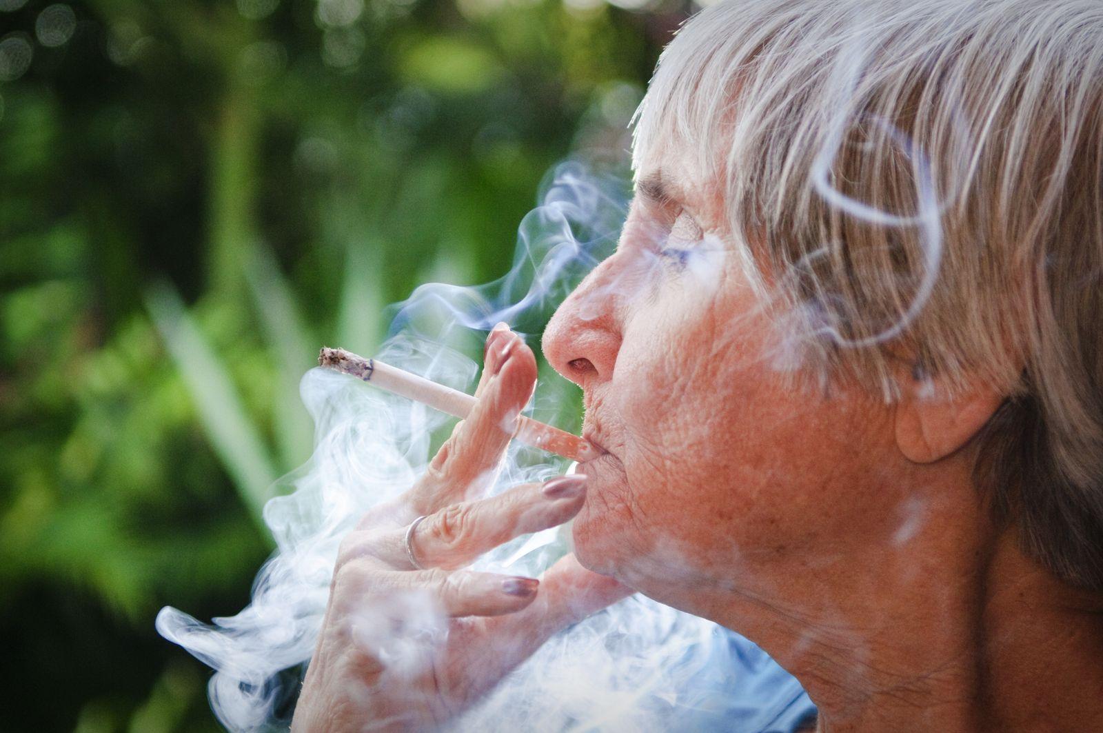 NICHT MEHR VERWENDEN! - Sterberisiken/ Rauchen