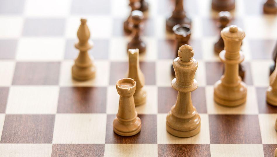 Schachspiel: Wie schafft es der Turm von Ecke zu Ecke?