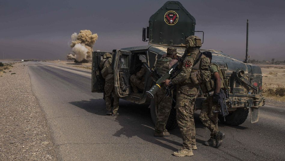 Irakische Spezialkräfte beim Vormarsch auf Mossul