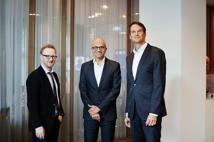 Nadella, SPIEGEL-Redakteure (Thomas Schulz und Klaus Brinkbäumer in Berlin)