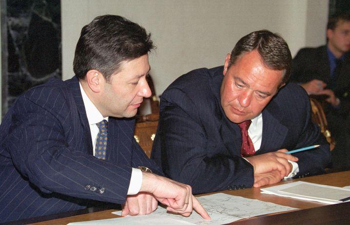 Lessin im Jahr 2000 als Presseminister im Kreml (neben ihm Ex-Telekommunikationsminister Leonid Reimann)