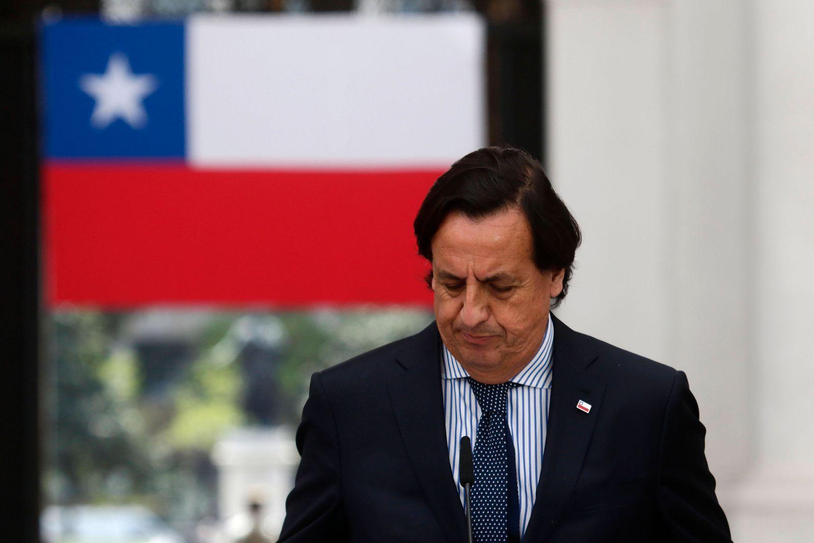Santiago 26 octubre 2020 El ministro del interior Victor Perez junto al ministro secretario general de la Presidencia, C