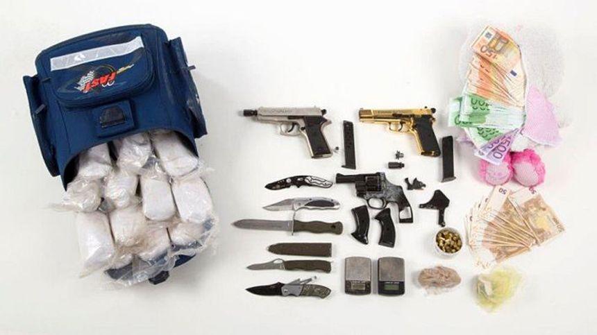 EINMALIGE VERWENDUNG Berliner Polizei Drogenring zerschlagen und rund 2,6 Kilogramm Heroin