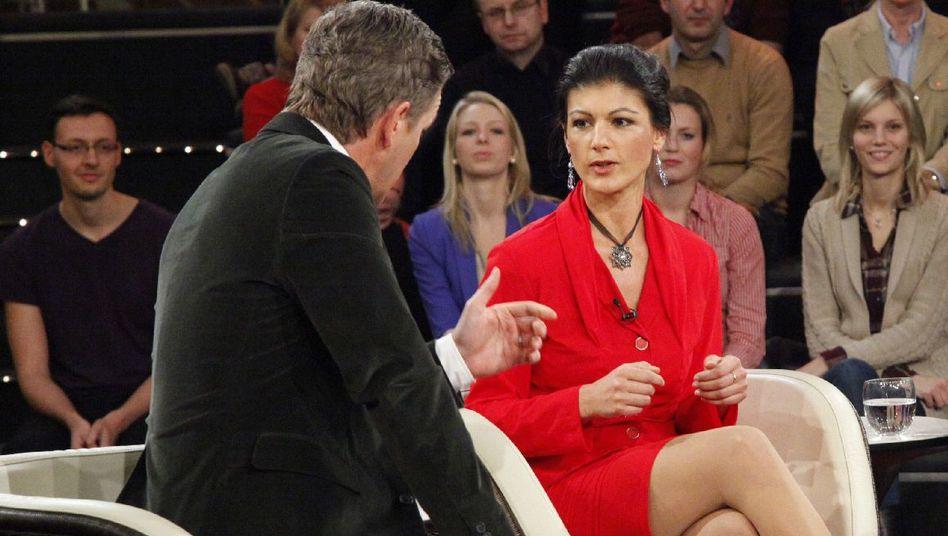 """Markus Lanz im Gespräch mit Sahra Wagenknecht: Mit der Phrase """"Da muss ich einmal einhaken"""" unterbrach der Moderator seinen Gast mehr als einmal."""