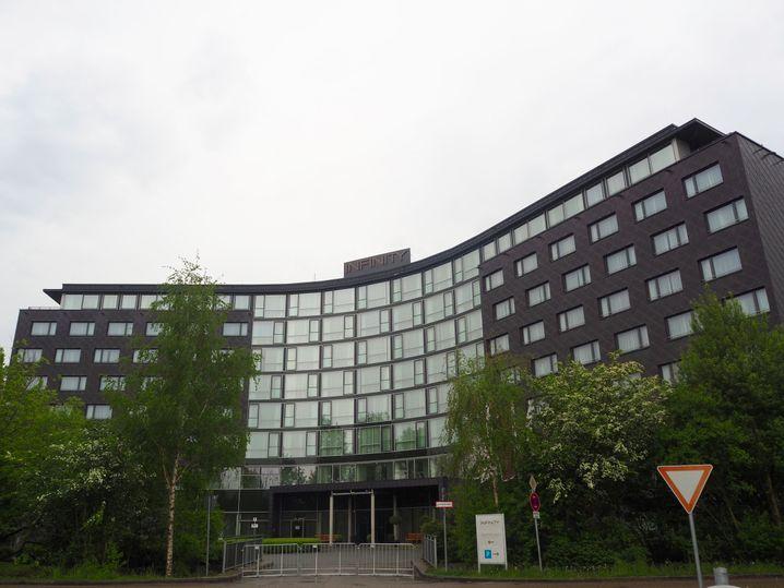 You will find Infinity: Das Quarantäne-Hotel des FC Bayern in Unterschleißheim