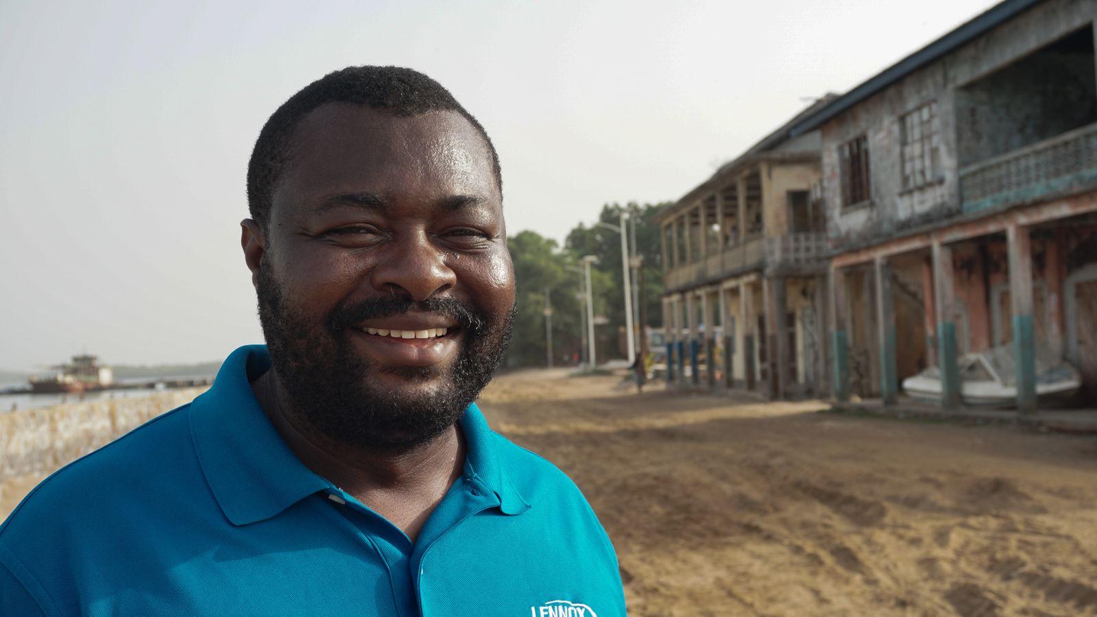 Layemin Joe Sandi, der Bürgermeister von Bonthe. Er zählt zu den aktivsten Politikern in Sachen Vorbereitung auf den Klimawandel in Sierra Leone und hat sich für den Schutzwall in Bonthe eingesetzt - Alicia Prager