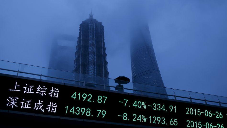 Finanzdistrikt in Shanghai: Yuan abgewertet, Wachstumsziele nicht mehr erreicht