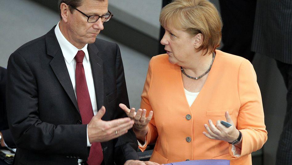 Außenminister Westerwelle, Kanzlerin Merkel: Schnelle Umbauten am Wahlrecht