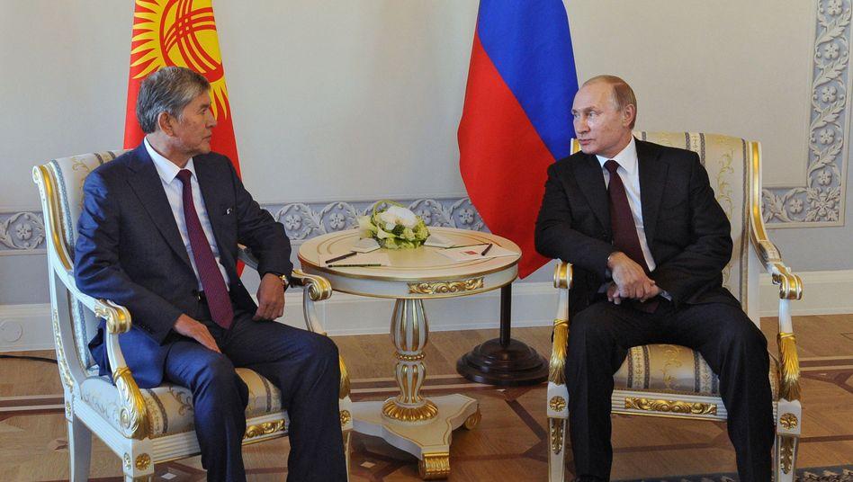 """Putin mit Kirgisiens Präsident Atambajew: """"Es wäre langweilig ohne Gerüchte"""""""