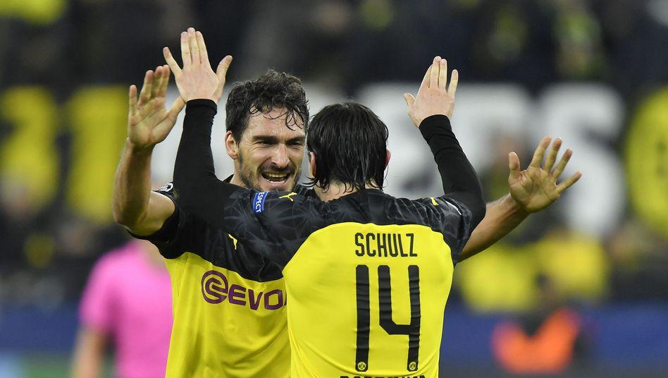 Dortmunds Mats Hummels (l), Nico Schulz: In Sachen Einnahmen die Nummer zwei hinter dem FC Bayern