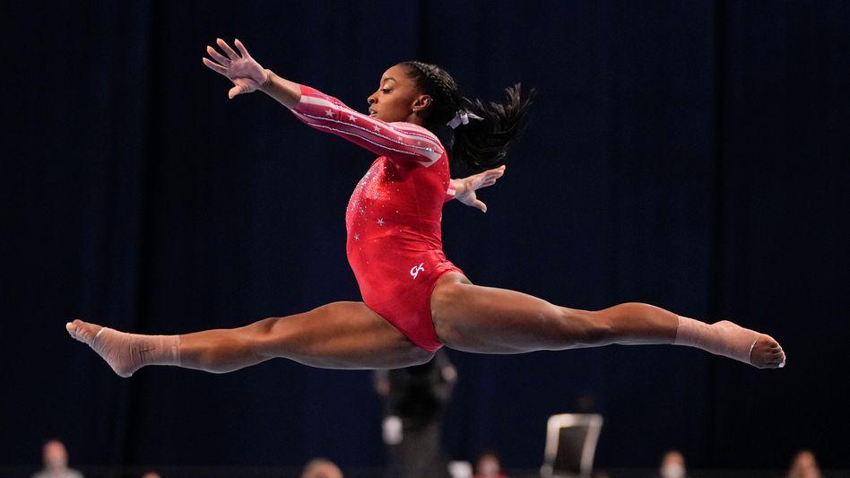 Turn-Superstar Simone Biles peilt in Tokio ihre fünfte Goldmedaille an