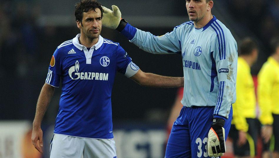 EL-Viertelfinale: Schalke trotz zwei Raúl-Toren vor dem Aus, Hannover unterliegt