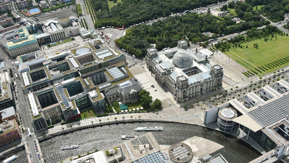 Berliner Regierungsviertel mit Reichstag