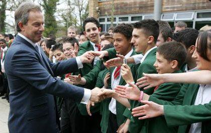 Britische Schüler mit Tony Blair: Unpopuläre Wissenschaft