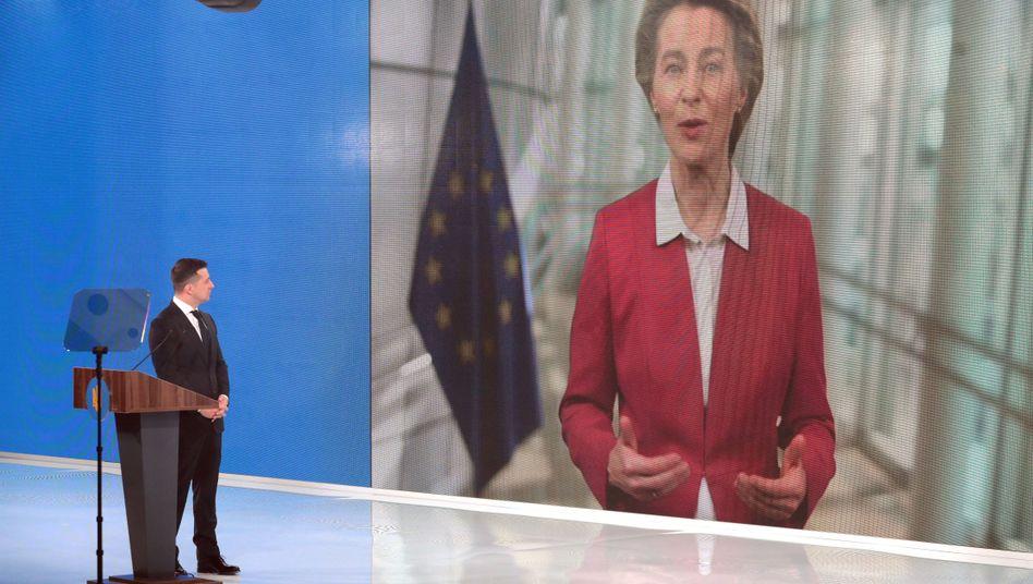 EU-Kommissionspräsidentin Ursula von der Leyen in einem Videotelefonat mit dem ukrainischen Präsidenten Wolodymyr Selenskyj
