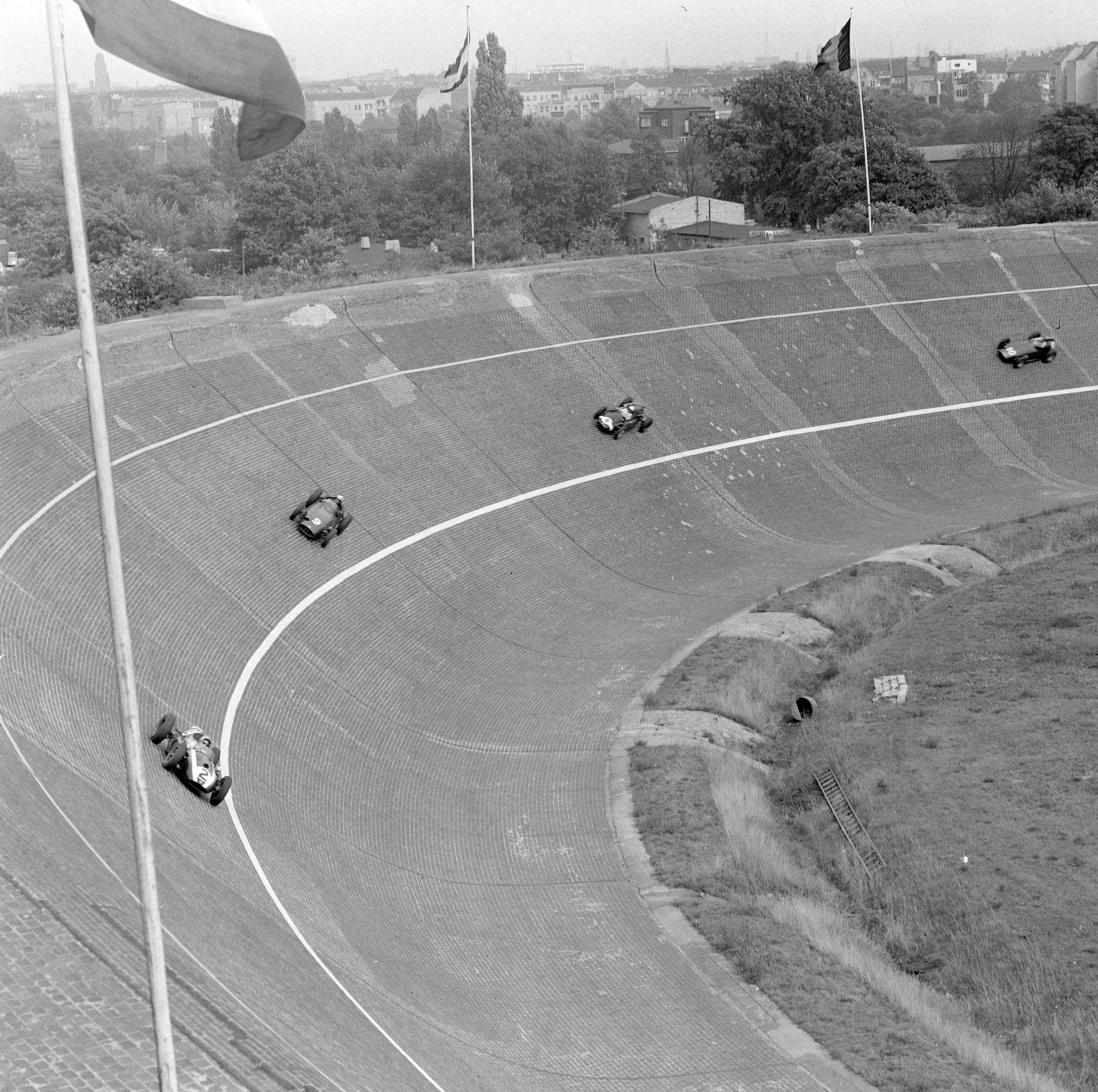 1959 German GP AVUS GERMANY AUGUST 02 Bruce McLaren Cooper T51 Climax leads Jo Bonnier BRM P2