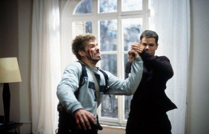 """Szene aus """"Die Bourne Identität"""" (2001): Der Superheld scheitert an übermächtigen Gegnern"""