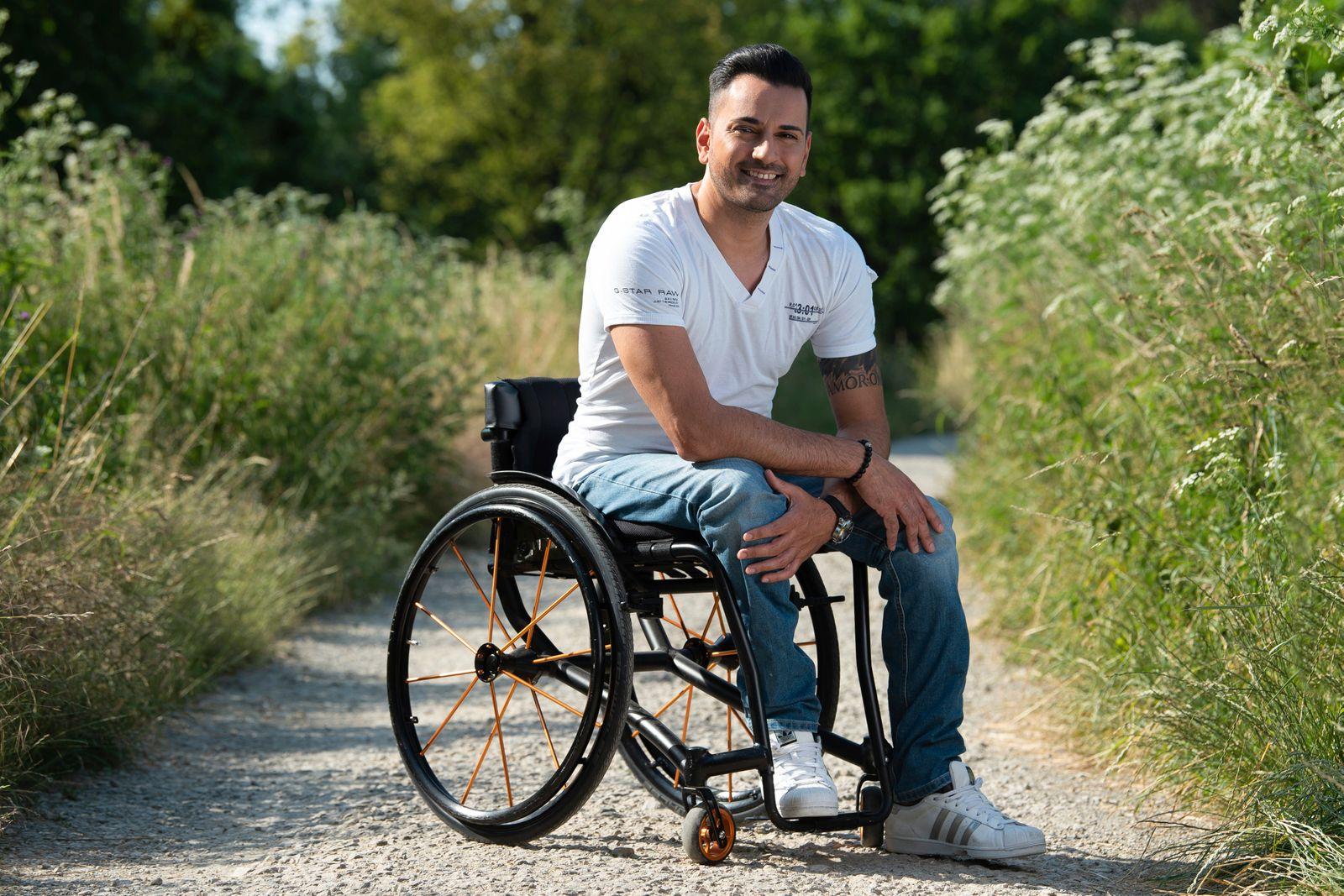 Rollstuhlfahrer Tan Caglar