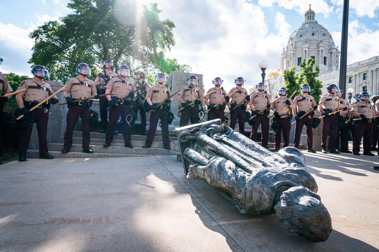 Columbus Statue toppled at Minnesota capitol