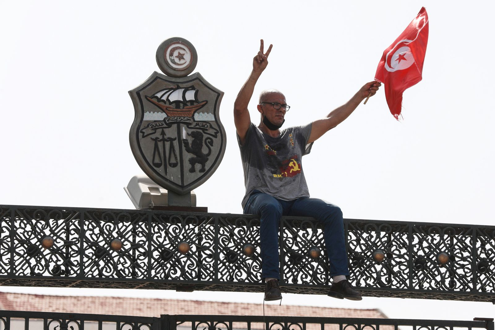 Protests in Tunis after President ousts PM