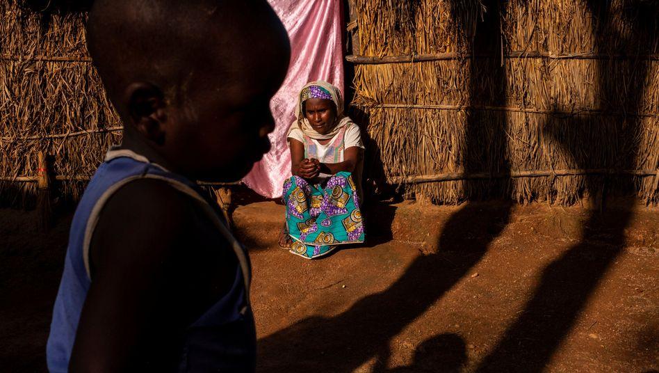 Mutter und Sohn in der Zentralafrikanischen Republik