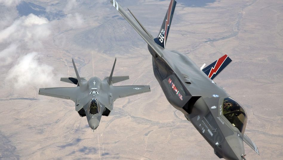 Zwei F-35 Kampfflugzeuge