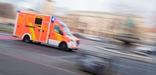 Berlin: Radfahrer soll Rettungswagen attackiert haben – während eine Frau darin reanimiert wird