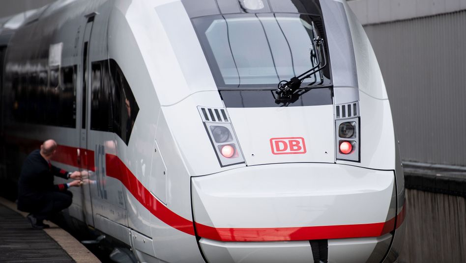 ICE am Hauptbahnhof Düsseldorf