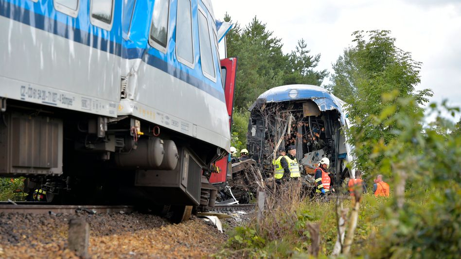 Kollidierte Züge nahe dem Dorf Milavce in Tschechien