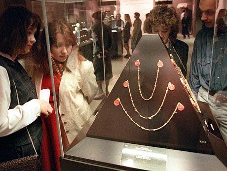 """""""Ansprüche auf Beutekunst"""": Schmuckstücke aus dem Priamos-Schatz im Moskauer Puschkin-Museum (1996)"""