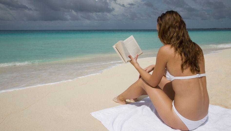 Lesen am Strand: Gilt leider nicht als Bildungsurlaub