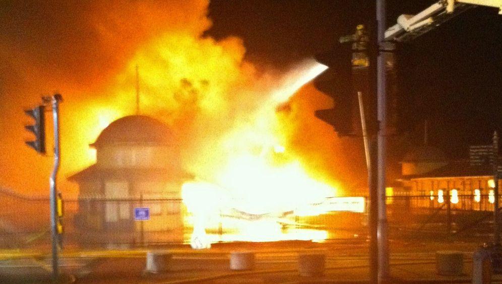 Feuer im Seebad Hastings: Historischer Pier durch Brandstiftung zerstört