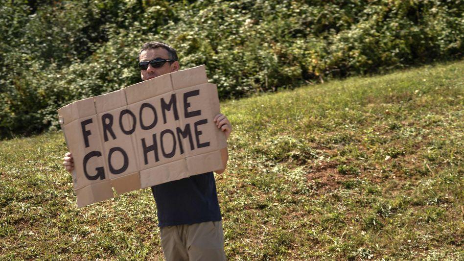 Tour-de-France-Zuschauer mit Anti-Froome-Plakat
