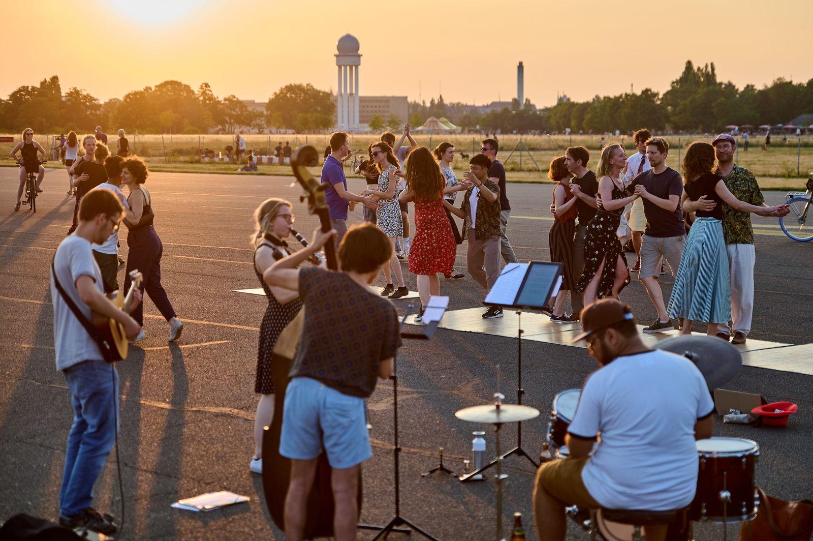Swing-Tänzer auf dem Tempelhofer Feld