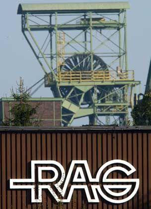 RAG-Logo, Förderturm der Zeche Lohberg in Dinslaken: Bergbau hinterlässt brenzlige Altlasten