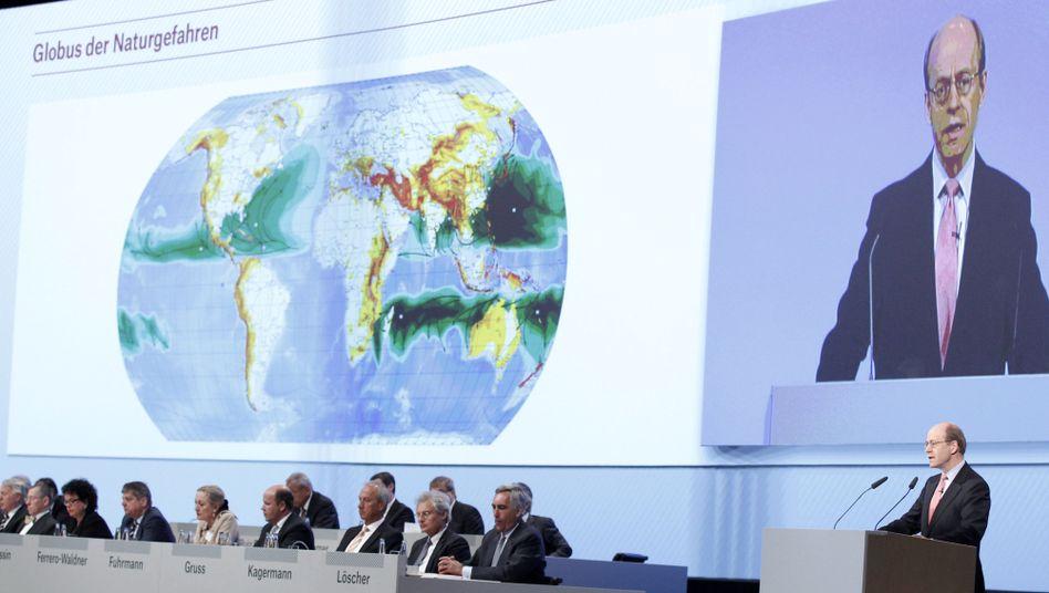 Hauptversammlung der Munich Re: Umstrittener Beitrag des Konzernchefs