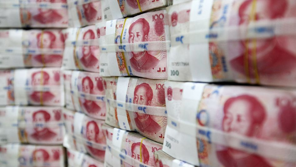 """Chinese yuan notes: """"China has good all-around performance. It is growing in every field and its debts are so limited that the government has the ability to repay them."""""""
