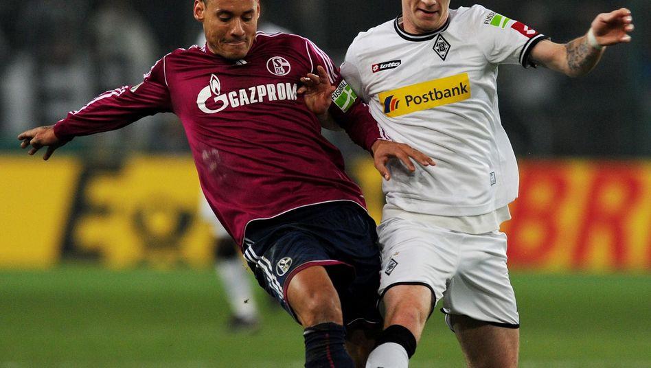 Schalker Jones (links): Böser Tritt gegen Marco Reus (rechts)