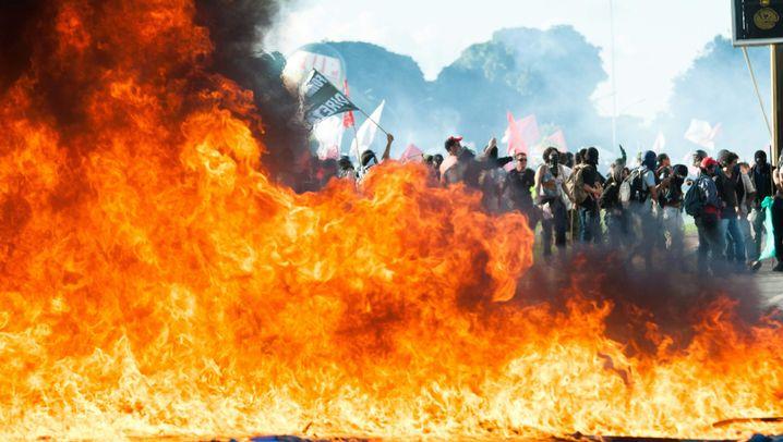 Massenproteste in Brasilia: Flammende Wut