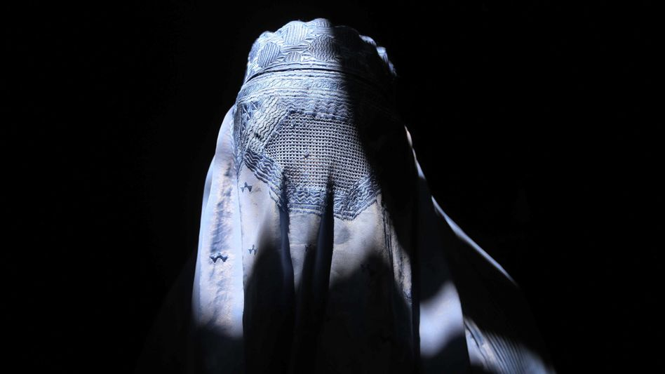 Burka- Trägerin (in Afghanistan)