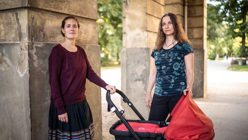 Janina Eulenburg (l.) und Christina Klitzsch-Eulenburg mit ihrem Sohn in Berlin