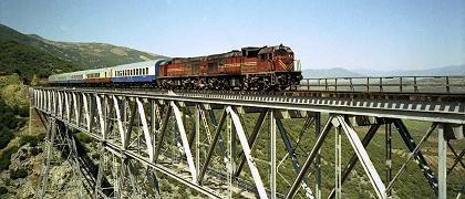 """Sonderzug """"1001 Nacht"""" auf einer Brücke der Bagdad-Bahn in Nordsyrien: Endloses Rattern auf alten Gleisen"""