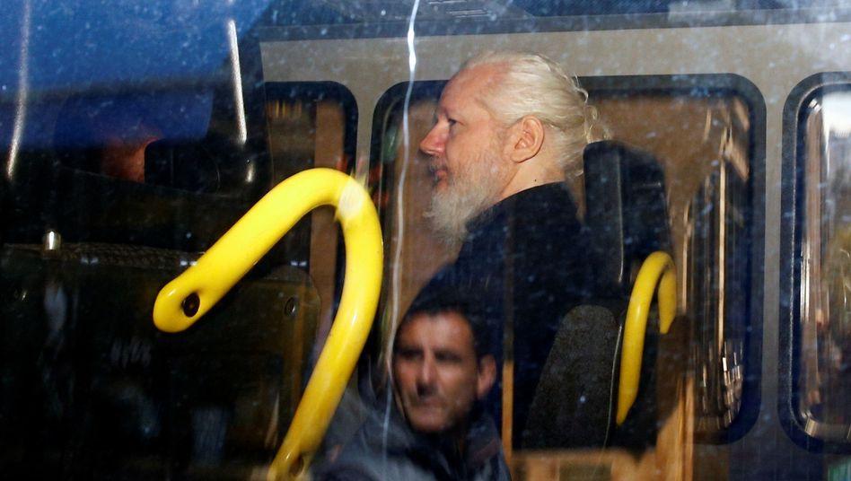 Julian Assange nach seiner Verhaftung