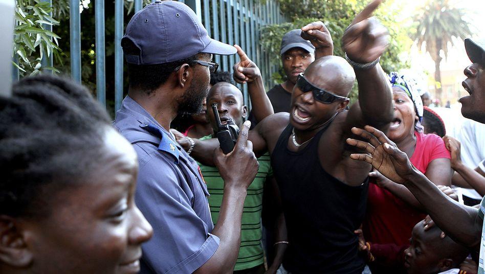 Südafrika: Neun Polizisten nach Todesfolter suspendiert