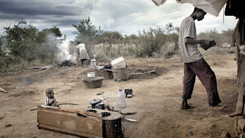 Obdachlose Familie nahe der Stadt Bulawayo: Jeder neunte Simbabwer ist von ausländischer Nahrungsmittelhilfe abhängig