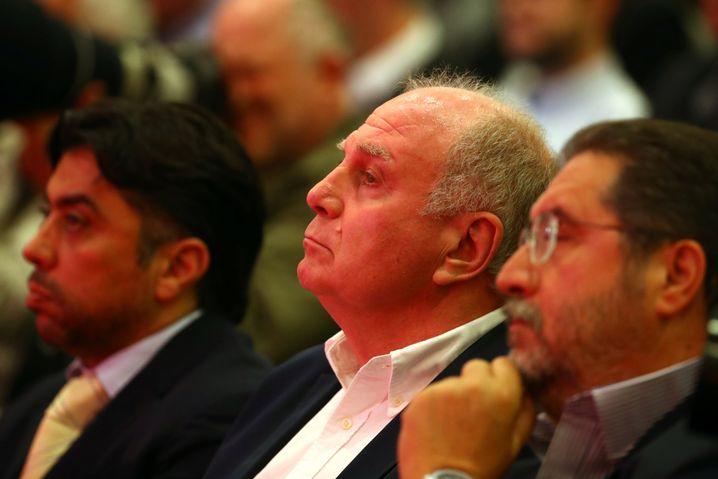 Der Präsident Uli Hoeneß ließ sich diese Pressekonferenz nicht entgehen
