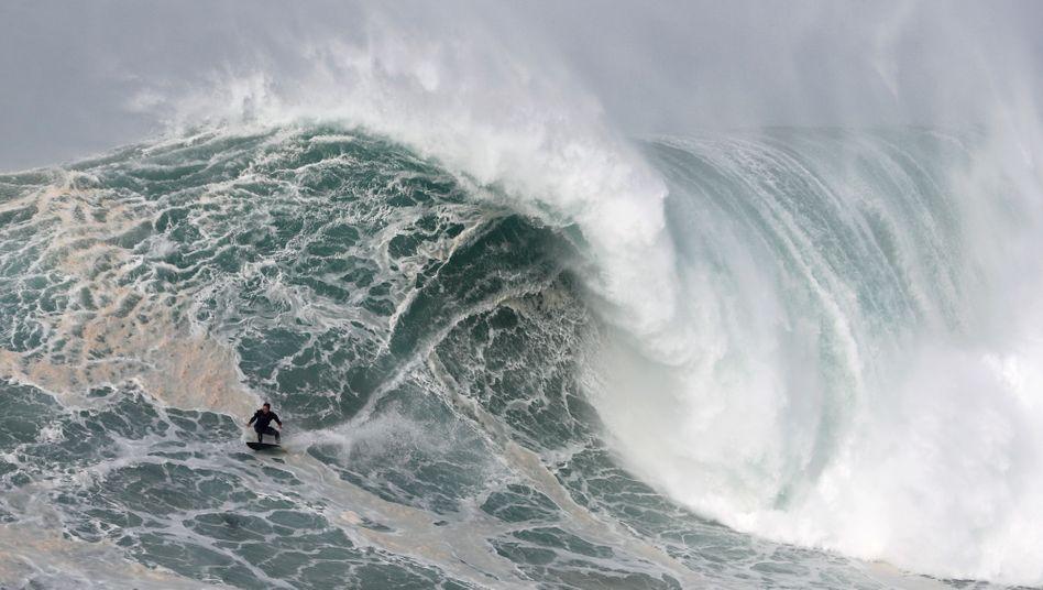Sebastian Steudtner beim Surfen in Portugal
